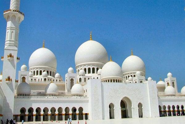 V dubajskom Legolande už stojí kópia Veľkej mešity šejka Zaída z lego kociek.