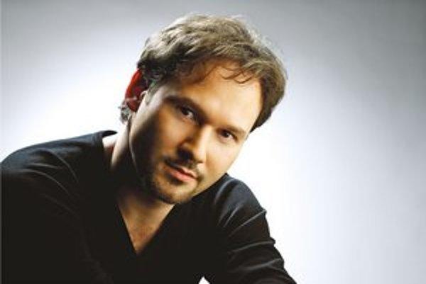 MARIUSZ KWIECIEŃ (1972)  jeden z najvýznamnejších svetových barytonistov. Narodil sa v Krakove. Bol členom Lindemannovho programu pre mladých umelcov v newyorskej Metropolitnej opere, kde  debutoval v roku 1999. Odvtedy pravidelne vystupuje aj v Coven