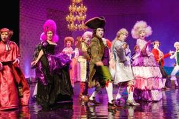 Ani jedna z historických postáv a postavičiek v muzikáli Mária Antoinetta nezostala nevyužitá.