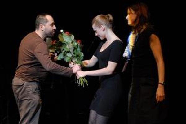 Árpád Schilling preberá vo Vroclave európsku divadelnú cenu.