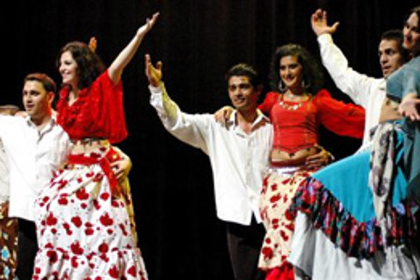 Tanečníci súboru Romathan z Košíc ( Banská Bystrica, 12. apríl 2008).