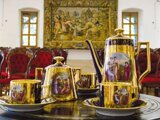 Návštevníci zámku si vypočujú zaujímavé rozprávanie pri šálke čaju.