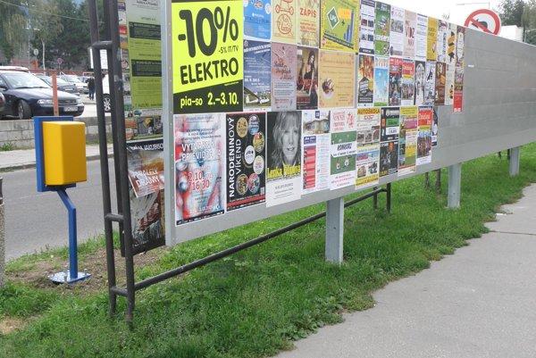 Na niektorých miestach Prievidze sú už nové plagátovacie plochy.