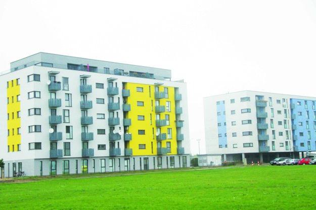 Jeden zpozemkov, ktorý prichádza do úvahy, je pri Galantaterme. V tejto lokalite už mestské byty stoja.