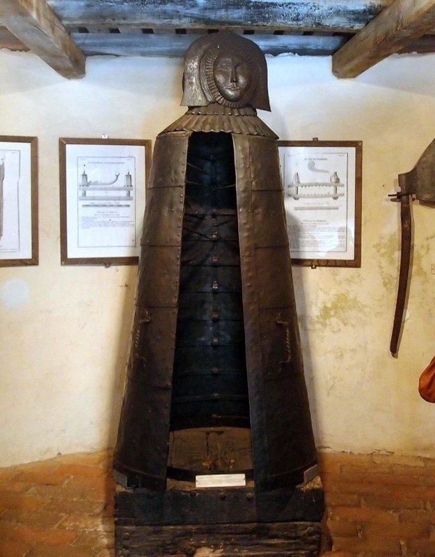 Skutočnú železnú pannu nájdete na hrade Lockenhaus v Rakúsku.