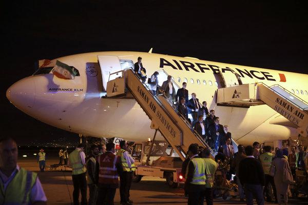 Lietadlo spoločnosti Air France na letisku v Teheráne.
