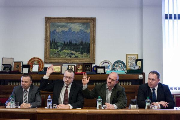 Na výbore pre obranu a bezpečnosť hlasovali za Mariana Kotlebu z ĽSNS on sám a Milan Krajniak z hnutia Sme rodina.