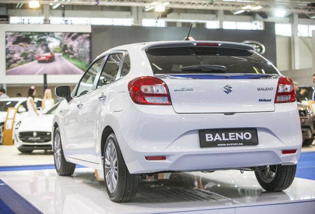 Suzuki Baleno vzhľadom na triedu auta zaujme veľmi slušným objemom batožinového priestoru s hodnotou 355 l. Pre lepšiu predstavu o rozmeroch vozidla si môžeme pomôcť vyhlásením samotnej automobilky, ktorá ho označuje výrazom priestrannejší brat u nás dobre známeho modelu Swift.