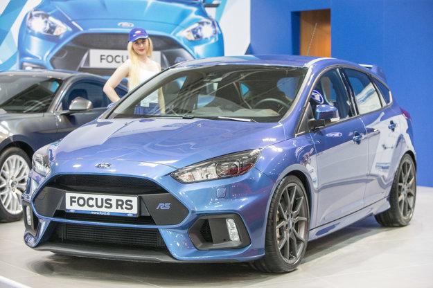 Hlavnou zbraňou Fordu je jednoznačne Focus RS. Výkon 350 koní a pohon všetkých kolies z neho robí mimoriadne zaujímavé auto.