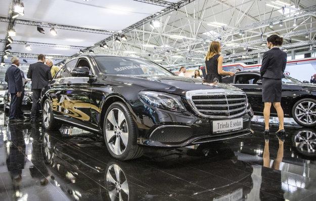 Medzi sedanmi Mercedesu sa po