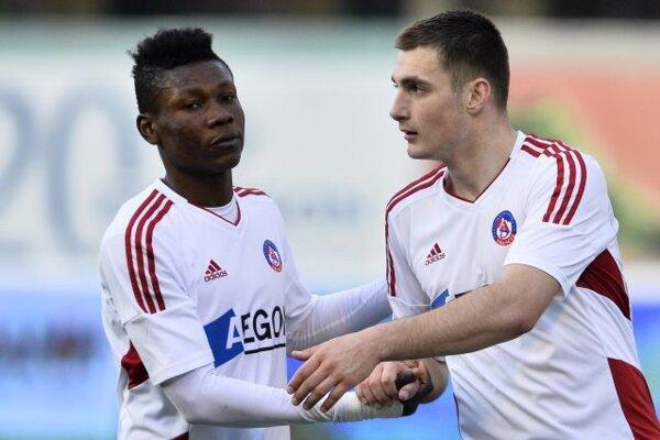 Samuel Kalu (vľavo) strelil jediný gól AS Trenčín.