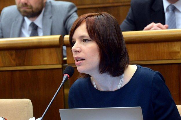 Veronika Remišová chce v médiách vyvracať klamstvá kotlebovcov. Uvažuje o tom, že výzvu nepodpíše.