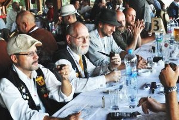 Na 5. ročníku medzinárodnej súťaže v pomalom fajčení fajky v Nitre súťažilo 47 účastníkov zo siedmich krajín.