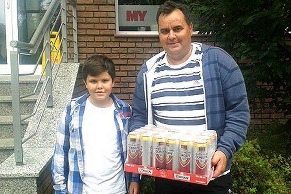 V minulom kole si kartón piva Corgoň rozdelili dvaja tipéri Alexej Pavlov a Zoltán Odráška. Na snímke je Alexej Pavlov (vľavo) s otcom Júliusom.