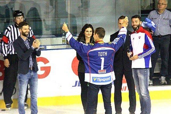 Slávnostné buly hodil majster sveta v atletike Matej Tóth.