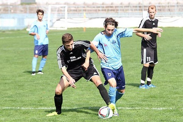 Juniori Nitry doma opäť hladko zvíťazili. Kvýhre nad Veľkými Lovcami prispel gólom aj Martin Mesároš.