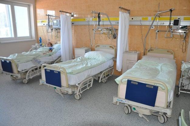 V dolnokubínskej nemocnici využívajú 34 postelí zo Švajčiarska.