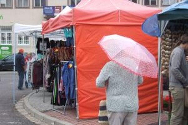 Aj napriek zlému počasiu jarmočníci sršali dobrou náladou.