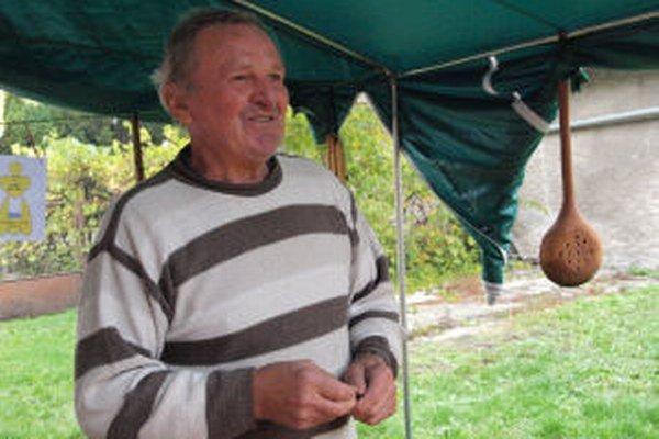 Jozef Majtán zo Žarnovice sa dal na prácu s drevom až na dôchodku.