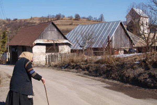 Aj v obci Močiar je starostka na úradovanie sama.