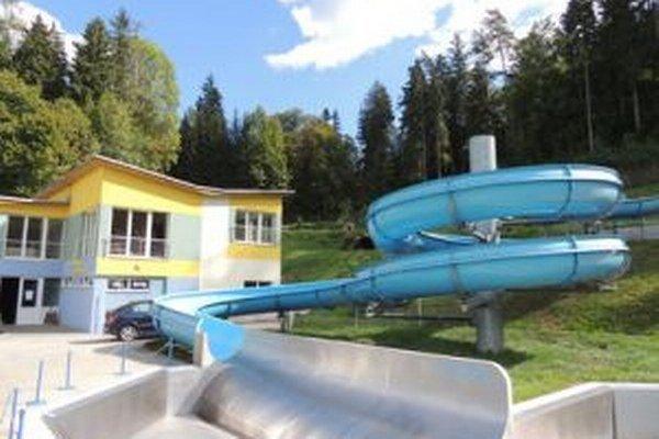 Vodný raj vo Vyhniach plánuje obec rozšíriť o bazénovú halu.