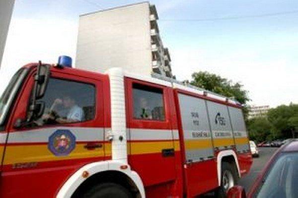 Hasiči dnes ráno zasahovali pri požiari v Ostrom Grúni.