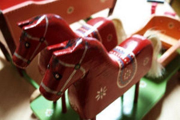 Typická kunešovská drevená hračka.