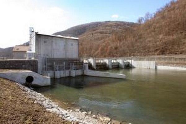 Malú vodnú elektráreň Jalná chce postaviť firma ZUS servis zo Žiaru nad Hronom blízko už stojacej novej malej vodnej elektrárne v Hronskej Dúbrave.