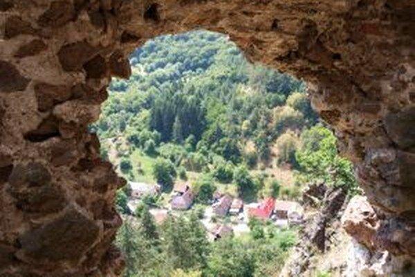 Výhľad na Šášovské Podhradie, dnes časť Žiaru nad Hronom.