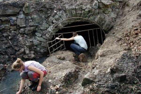 Vchod do Juraj štôlne vyčistili, aby sa netopiere mohli vrátiť.