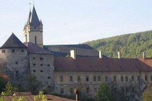 Kláštor v Hronskom Beňadiku. V prvej polovici minulého storočia v ňom fungovalo divadlo.