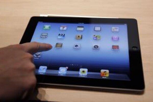 V Katolíckej spojenej škole sv. Františka Assiského v Banskej Štiavnici má každý študent aj učiteľ pri výučbe k dispozícii vlastný iPad.