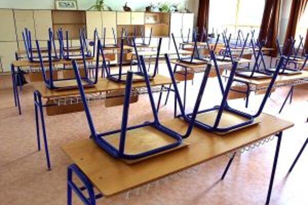 Chrípkové prázdniny včera vyhlásili v Základnej škole v Banskej Belej.