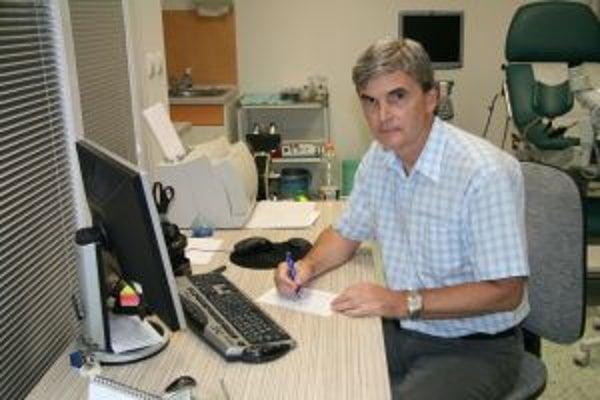 Gynekológ Jozef Jendrušák upozorňuje na dôležitosť preventívnych vyšetrení, ktoré môžu identifikovať zhubné ochorenie včas.