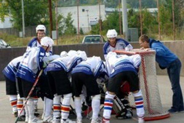 Hokejbalisti Pohronia zdolali ďalšieho súpera.