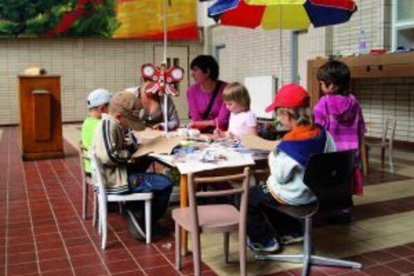 Deti v umelecko-kultúrnom centre na stanici v Banskej Štiavnici aj tento rok čakajú tvorivé dielne.