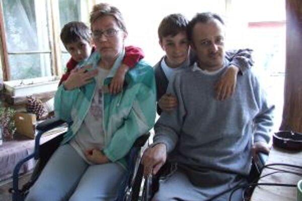 Ťažko skúšaná rodina. Slavomír s Karolínou a ich dvaja synovia.