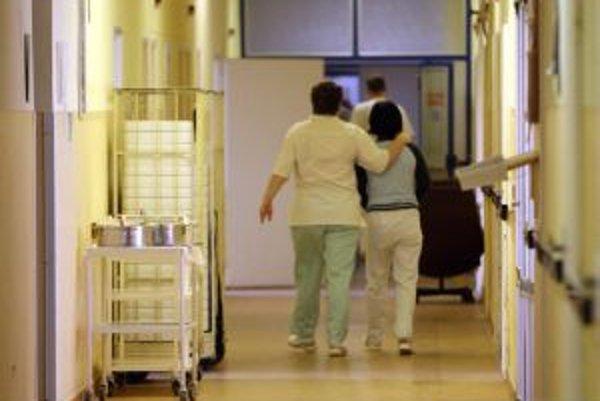 Väčšina sestier v žiarskej nemocnici nevýhodné dodatky, ktoré ich úväzok nahrádzajú iným, podpísala. Boja sa o svoje miesta.
