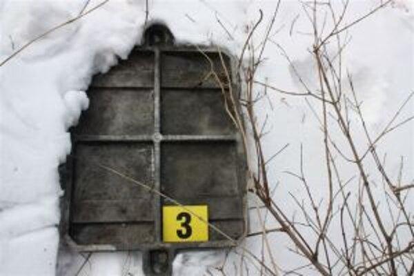 Ukradnuté formy na odliatky našli policajti pri kontrole auta.
