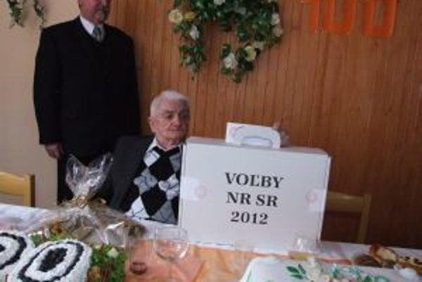 Storočný Ondrej Maslen si nenechal ujsť ani dnešné parlamentné voľby.