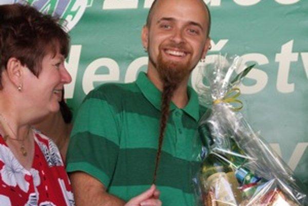 Peter Novák má zapletenú bradu dlhú 47 centimetrov.