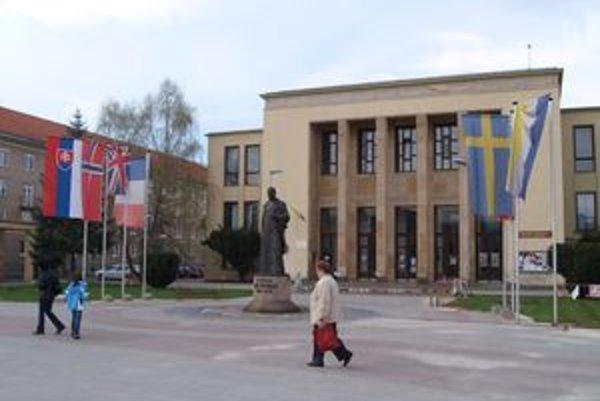 Chátrajúci Dom kultúry. Mesto na jeho prevádzke ročne prerába viac ako 40-tisíc eur.