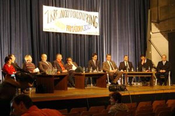 V Kremnici včera diskutovalo desať z dvanástich kandidátov na primátora.