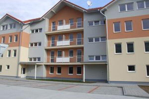 Prví nájomníci sa do nových bytov nasťahovali pred Vianocami.