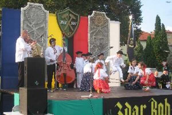 Banícku zábavu sprevádzal aj detský folklórny súbor Lipka z Hornej Vsi