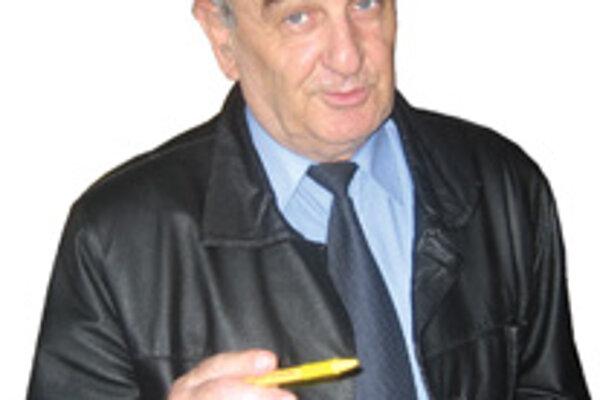 Riaditeľ základnej školy v Žarnovici Milan Kotrý.