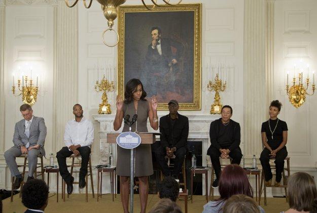 Esperanza Spaldingová v Bielom dome (sedí úplne vpravo)