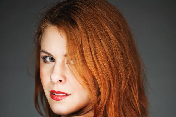 Herečka KRISTÍNA FARKAŠOVÁ (33) má dve dcérky, dvojičky, Matildu a Elu, jej partnerom je televízny redaktor Juraj Hajdin. Je dcérou herca Borisa Farkaša. V roku 2007 sa objavila s Petrom Čtvrtníčkom v komédii Poslední plavky. V roku 2009 si zahrala vo filme Pouta, ktorý premenil päť z trinástich nominácií na Českého leva, pričom získala nomináciu na najlepšiu herečku v hlavnej roli. Získala druhé miesto v súťaži Bloger roka 2014 v kategórii Život, umenie & kultúra.