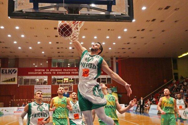 Ukážke, ako fandíte basketbalistom Prievidze.