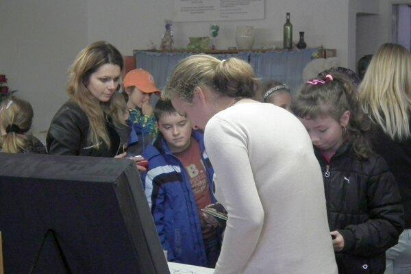 Školu si prišli prezrieť starší imladší žiaci základných škôl.